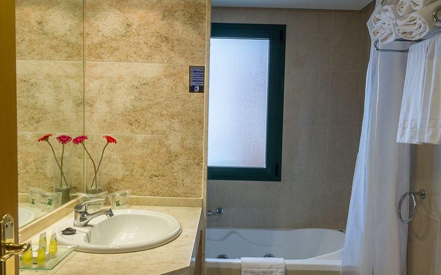 4e64d640bcfe Family room Hotel Torremar 4 * in Torre del Mar, Malaga. Official Web