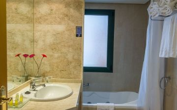 Bathroom family room Hotel Torremar in Malaga