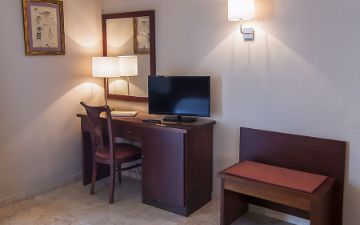 Desk triple room Hotel Torremar in malaga