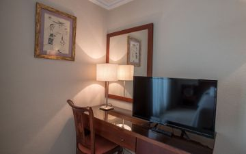 Desk family room Hotel Torremar in Malaga